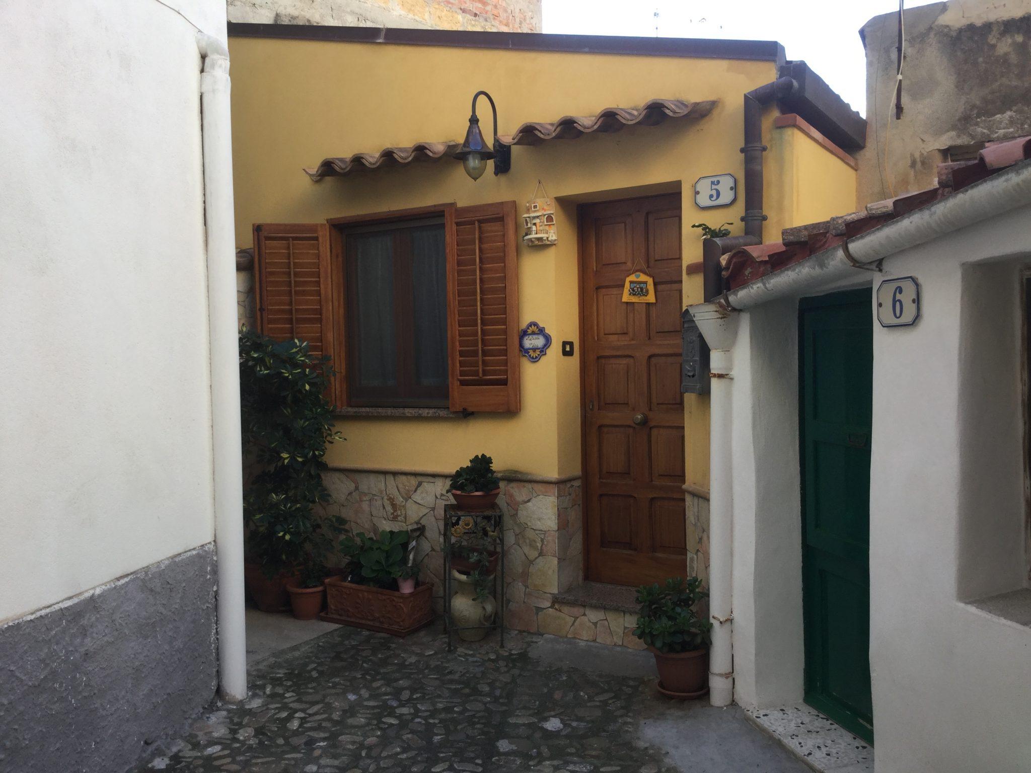075 -  Casa indipendente, Cortile del Bastione, 5 - Cefalù.