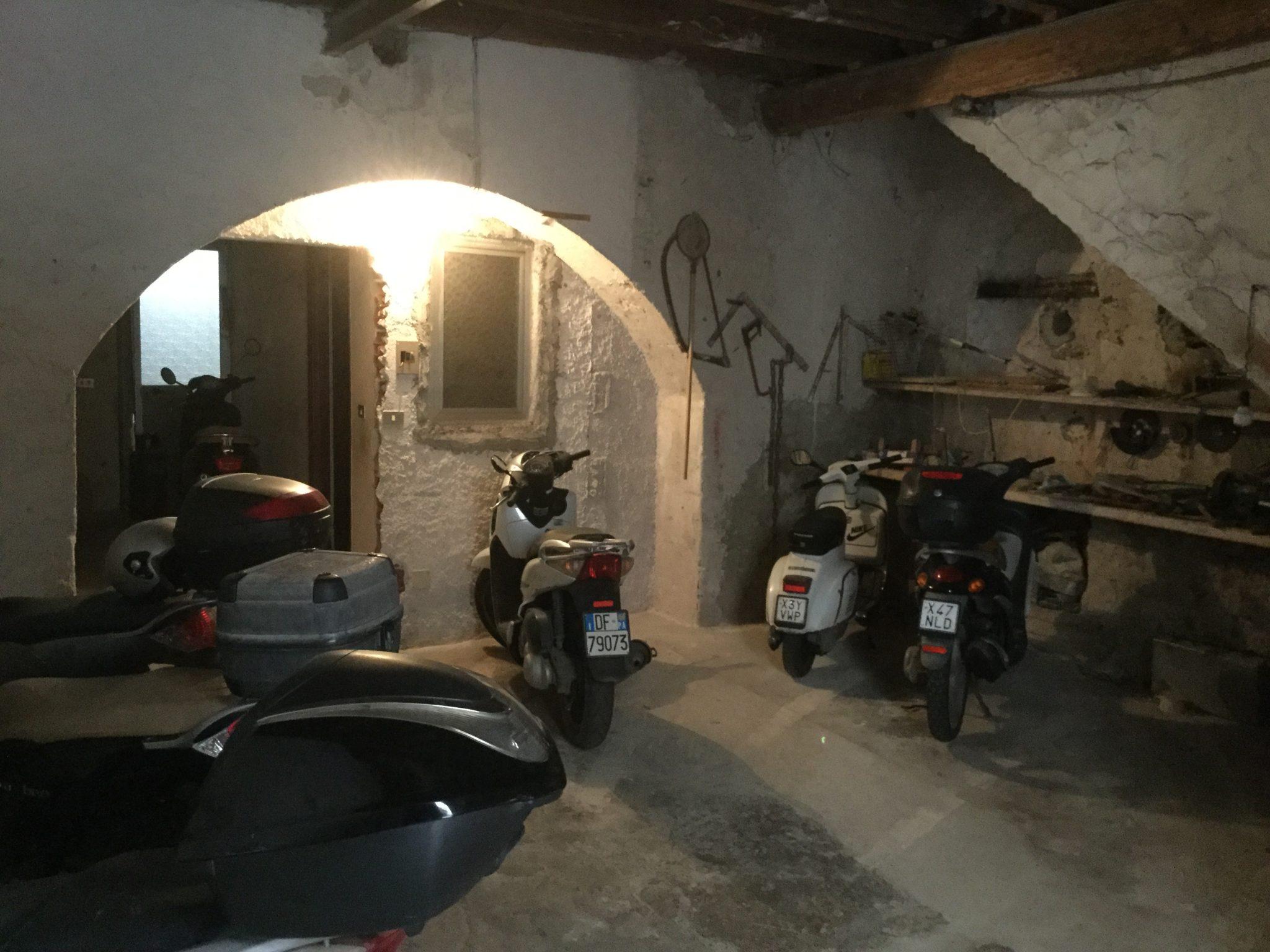 076 - Box / garage, via Gioeni , 58- Cefalù.