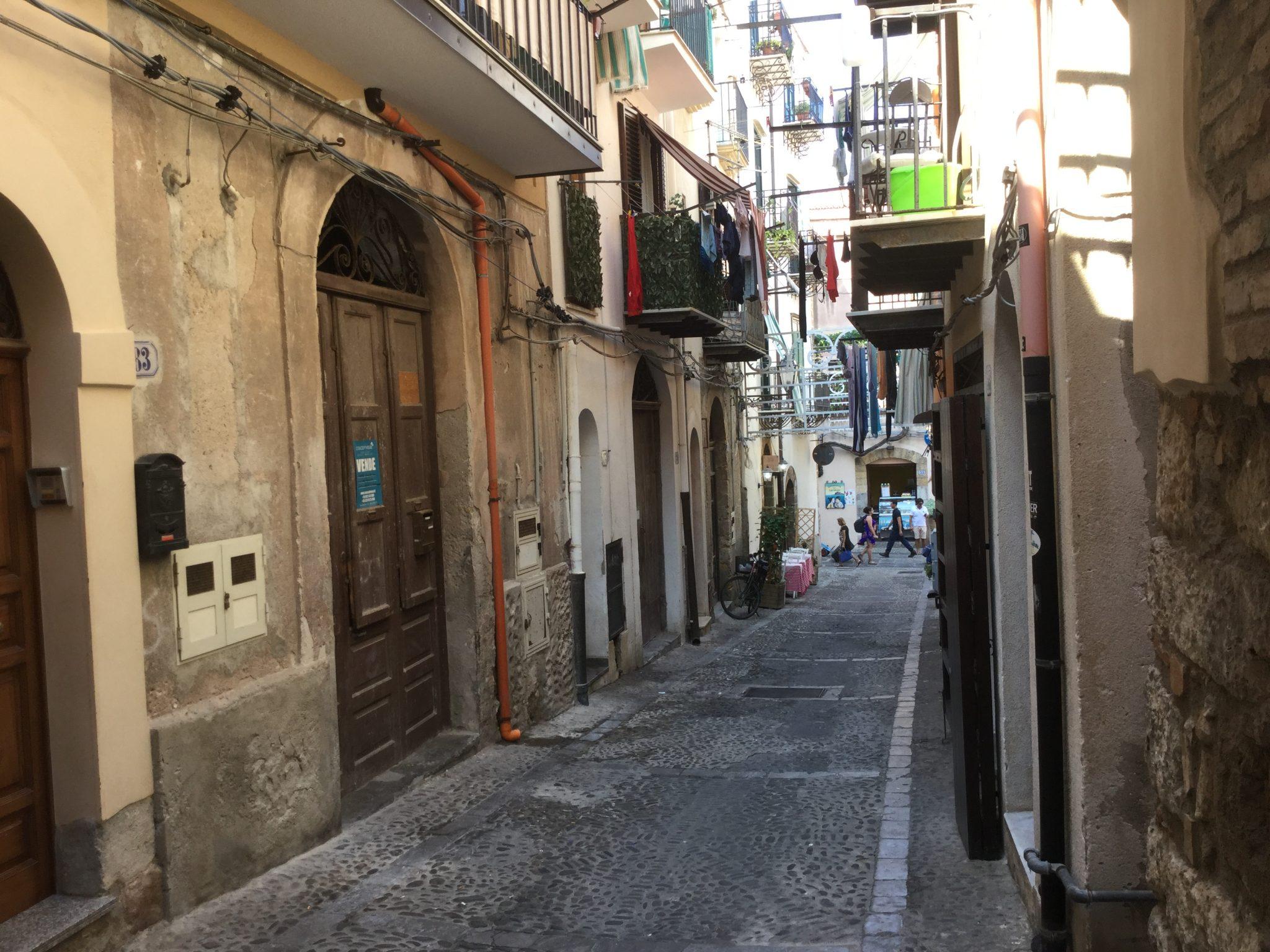 119 - Magazzino in via XXV Novembre , Cefalù.