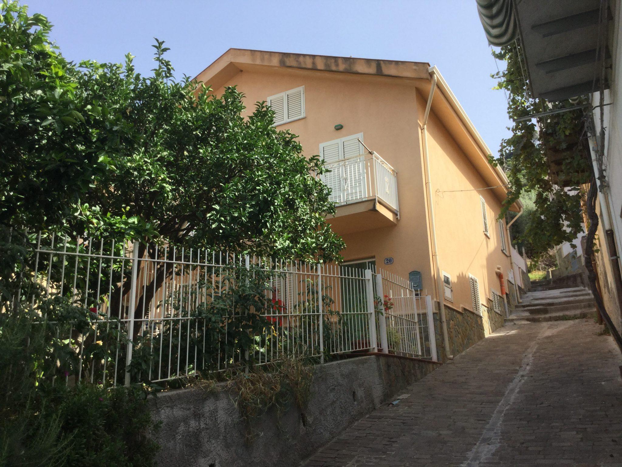 116 - Casa indipendente a S. Ambrogio.
