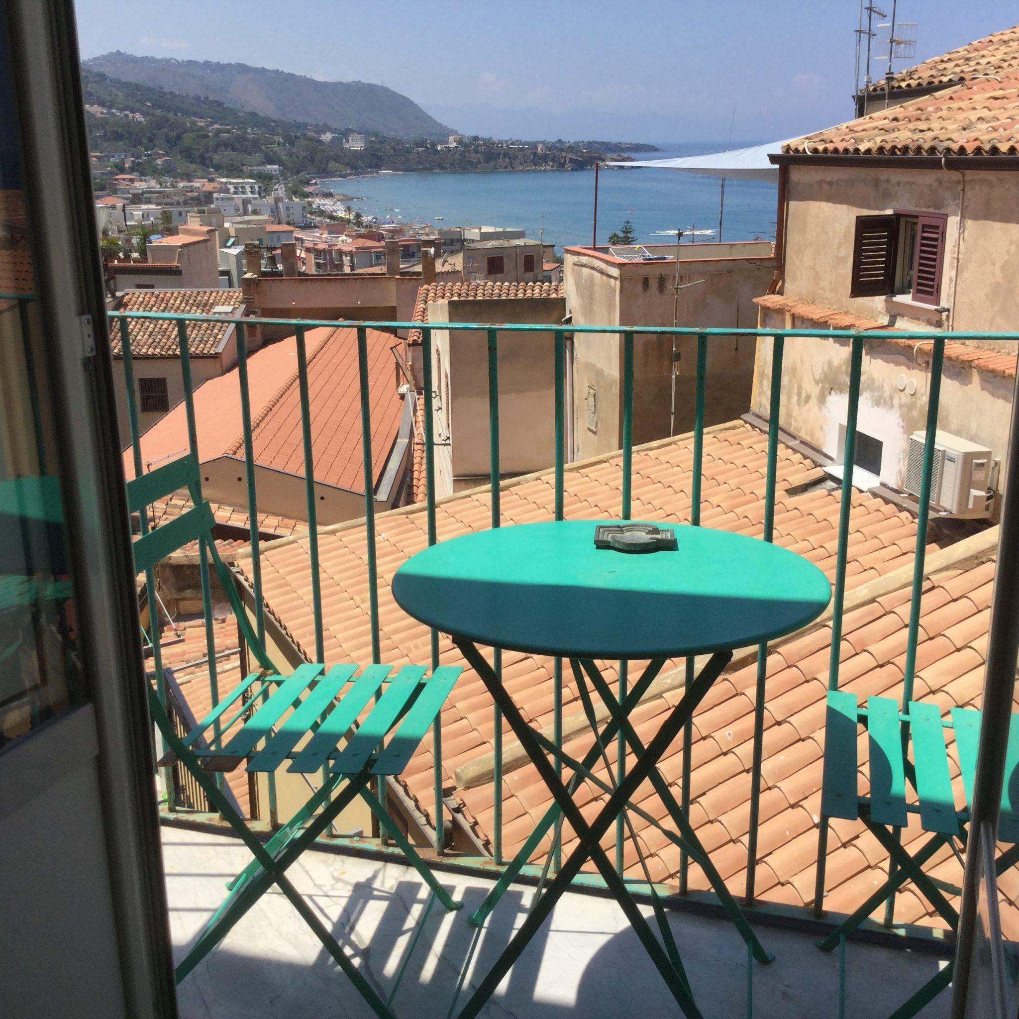 117  - Caratteristico appartamento in  Salita Saraceni , Cefalù.